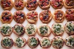 Ισπανικές παραδοσιακές μίνι πίτσες κοκών στοκ εικόνες με δικαίωμα ελεύθερης χρήσης