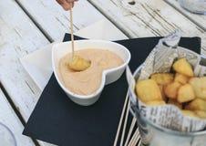 Ισπανικές πατάτες ορεκτικών στοκ εικόνες
