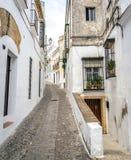 Ισπανική άσπρη πόλης οδός Στοκ φωτογραφία με δικαίωμα ελεύθερης χρήσης