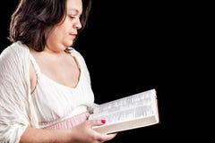Ισπανική γυναίκα με τη Βίβλο Στοκ Φωτογραφίες