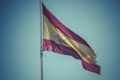 Ισπανική εθνική σημαία Plaza de Colon στη Μαδρίτη, Ισπανία Στοκ εικόνα με δικαίωμα ελεύθερης χρήσης