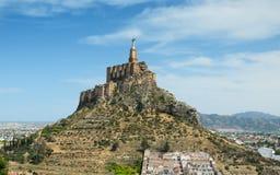 Ισπανική κοιλάδα με το αρχαίο κάστρο Monteagudo στοκ εικόνες