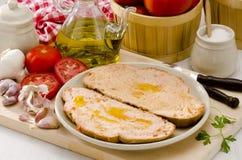 Ισπανική κουζίνα. Ψωμί ντοματών. PA amb tomaquet. Στοκ φωτογραφία με δικαίωμα ελεύθερης χρήσης