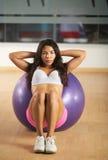 Ισπανικό κορίτσι που ασκεί στη γυμναστική Στοκ Φωτογραφίες