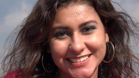 Ισπανικό χαμόγελο γυναικών φιλμ μικρού μήκους