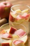 Ισπανικό sangria με το άσπρα κρασί και τα φρούτα στοκ εικόνα με δικαίωμα ελεύθερης χρήσης