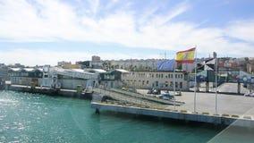 Ισπανικών και περιφερειακών σημαίες της ΕΕ, που κυματίζουν στο λιμένα της Ceuta φιλμ μικρού μήκους