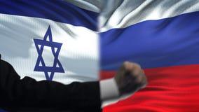 Ισραήλ εναντίον της αντιμετώπισης της Ρωσίας, διαφωνία χωρών, πυγμές στο υπόβαθρο σημαιών απόθεμα βίντεο