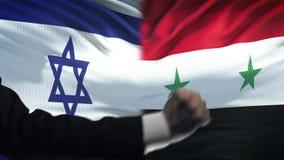 Ισραήλ εναντίον της αντιμετώπισης της Συρίας, διαφωνία χωρών, πυγμές στο υπόβαθρο σημαιών φιλμ μικρού μήκους