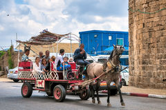 Ισραήλ, γύρος αλόγων των τουριστών στο παλαιό στρέμμα Στοκ εικόνες με δικαίωμα ελεύθερης χρήσης