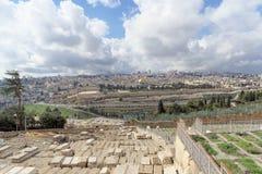 Ισραήλ Ιερουσαλήμ - 15 Φεβρουαρίου 2017 Άποψη της παλαιάς πόλης από την κορυφή του υποστηρίγματος των ελιών εβραϊκός παλαιός νεκρ Στοκ Φωτογραφία