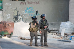 Ισραηλινές στρατιωτική κατάληψη και τοιχογραφία Banksy Στοκ φωτογραφία με δικαίωμα ελεύθερης χρήσης