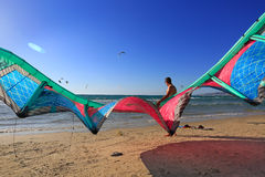 ΙΣΡΑΗΛ - τον Ιούνιο του 2016 Kitesurfing στη Μεσόγειο στοκ φωτογραφίες με δικαίωμα ελεύθερης χρήσης