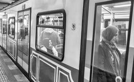 ΙΣΤΑΝΜΠΟΎΛ - 27 ΟΚΤΩΒΡΊΟΥ 2014: Τραίνο σηράγγων της Ιστανμπούλ σε Beyoglu Τ Στοκ εικόνες με δικαίωμα ελεύθερης χρήσης