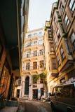 Ιστανμπούλ, στις 15 Ιουνίου 2017: Άποψη μιας χαρακτηριστικής οδού στο ευρωπαϊκό μέρος της πόλης Στοκ Φωτογραφία