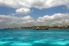 Ιστανμπούλ, Τουρκία, στις 3 Μαΐου 2006: Σκάφος βυτιοφόρων μπροστά από Topkapi PA στοκ εικόνες με δικαίωμα ελεύθερης χρήσης