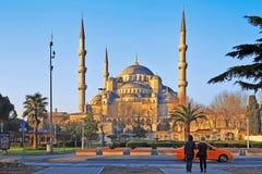 ΙΣΤΑΝΜΠΟΎΛ, ΤΟΥΡΚΙΑ - 24 ΜΑΡΤΊΟΥ 2012: Το μπλε μουσουλμανικό τέμενος στο φως πρωινού στοκ φωτογραφίες με δικαίωμα ελεύθερης χρήσης