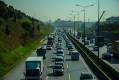 Ιστανμπούλ, Τουρκία - 10 Νοεμβρίου 2009: Κυκλοφοριακή συμφόρηση στην εθνική οδό Στοκ Εικόνα