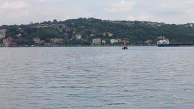Ιστανμπούλ Bosphorus ΤΟΥΡΚΙΑ στις 25 Ιουνίου 2010 - μεταφορά εμπορευματοκιβωτίων απόθεμα βίντεο