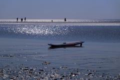 Ιστιοσανίδα στην όμορφη παραλία στοκ εικόνες