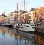 Ιστορικά βάρκες και σπίτια netherlands Στοκ εικόνα με δικαίωμα ελεύθερης χρήσης