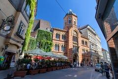 Ιστορικά κτήρια, εκκλησία και χαρακτηριστικός καφές οδών στο κέντρο της Βιέννης, Αυστρία στοκ φωτογραφίες με δικαίωμα ελεύθερης χρήσης