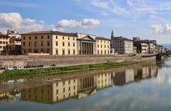 Ιστορικά κτήρια κατά μήκος του ποταμού Arno στη Φλωρεντία, Ιταλία Στοκ Εικόνες