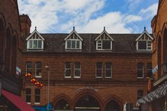 Ιστορικά κτήρια στις οδούς του κέντρου της πόλης του Δουβλίνου κοντά στο τ Στοκ φωτογραφία με δικαίωμα ελεύθερης χρήσης