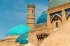 Ιστορικά κτήρια στο φρούριο Itchan Kala στο ιστορικό κέντρο Khiva Περιοχή παγκόσμιων κληρονομιών της ΟΥΝΕΣΚΟ στο Ουζμπεκιστάν Στοκ εικόνες με δικαίωμα ελεύθερης χρήσης