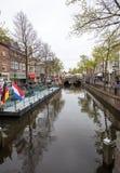 Ιστορικά με αετώματα σπίτια 17ου αιώνα στο κανάλι Mient, κεντρικό Αλκμάαρ, Κάτω Χώρες Στοκ εικόνα με δικαίωμα ελεύθερης χρήσης