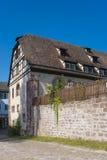 Ιστορικά μισό-εφοδιασμένα με ξύλα σπίτια στο πρώην μοναστήρι Hirsau Στοκ Εικόνες