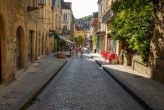 Ιστορικά σπίτια κατά μήκος της οδού Fenelon στο Λα Caneda Sarlat στο τμήμα Dordogne, Aquitaine, στοκ φωτογραφίες με δικαίωμα ελεύθερης χρήσης