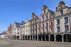 Ιστορικά σπίτια στη μεγάλη θέση σε Arras, Γαλλία Στοκ Εικόνες