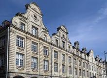 Ιστορικά σπίτια στη μεγάλη θέση σε Arras, Γαλλία Στοκ Φωτογραφίες