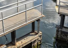 Ιστορικές κλειδαριές Ballard στο West End του κόλπου σολομών κανάλι σκαφών του Σιάτλ, Ουάσιγκτον λιμνών της Ουάσιγκτον στοκ εικόνες