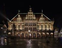 Ιστορική αίθουσα πόλεων στη Βρέμη, Γερμανία τη νύχτα Στοκ Φωτογραφίες