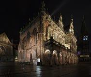 Ιστορική αίθουσα πόλεων στη Βρέμη, Γερμανία τη νύχτα Στοκ φωτογραφία με δικαίωμα ελεύθερης χρήσης