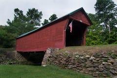 Ιστορική βυθίζοντας καλυμμένη κολπίσκος γέφυρα στοκ φωτογραφίες