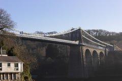 Ιστορική γέφυρα αναστολής Menai, νησί Anglesey, Ουαλία Στοκ εικόνα με δικαίωμα ελεύθερης χρήσης