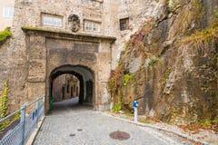 Ιστορική εσωτερική πέτρινη πύλη Innere Steintor σε Steingasse σε Sa στοκ εικόνες