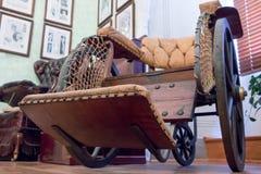 Ιστορική ξύλινη καρέκλα για άτομα με ειδικές ανάγκες Στοκ Φωτογραφία