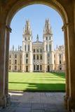 Ιστορική οικοδόμηση του Πανεπιστημίου της Οξφόρδης, όλο το κολλέγιο ψυχής, ευρύτερη περιοχή Οξφόρδης, Αγγλία στοκ εικόνες