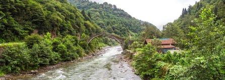 Ιστορική πέτρινη γέφυρα στον ποταμό Firtina Στοκ Εικόνες