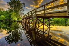 Ιστορική παλαιά βόρεια γέφυρα πέρα από τον ποταμό συμφωνίας στο ηλιοβασίλεμα στοκ φωτογραφία με δικαίωμα ελεύθερης χρήσης