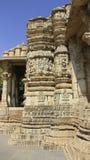 Ιστορική περιοχή γλυπτών Πέτρινη διακόσμηση γλυπτικών θεών στον ινδό ναό Στοκ φωτογραφία με δικαίωμα ελεύθερης χρήσης