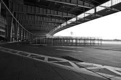 Ιστορική ποδιά περιοχής τροφής αερολιμένων του Βερολίνου Tempelhof  B&W Στοκ εικόνα με δικαίωμα ελεύθερης χρήσης