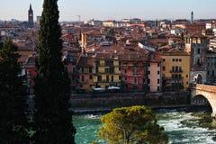 Ιστορική πόλη Βερόνα οριζόντων στον ποταμό Adige Στοκ φωτογραφίες με δικαίωμα ελεύθερης χρήσης