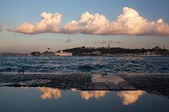 Ιστορική χερσόνησος στη Ιστανμπούλ με τα τέλεια σύννεφα Στοκ Εικόνα