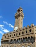 Ιστορικοί κτήριο και μπλε ουρανός πύργων ρολογιών της Φλωρεντίας Ιταλία Στοκ Εικόνες