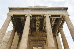 Ιστορικοί μνημεία και ναοί στα ευρωπαϊκά κεφάλαια Λεπτομέρειες της αρχαίας κινηματογράφησης σε πρώτο πλάνο κτηρίων στοκ εικόνες